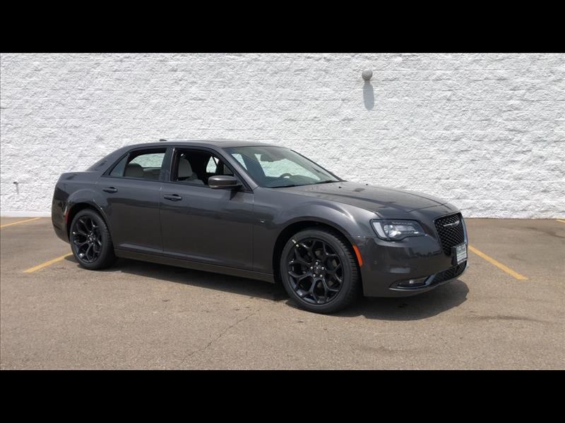 New 2019 CHRYSLER 300 S V6 RWD