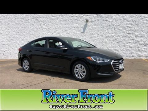 Pre-Owned 2017 Hyundai Elantra SE 6AT